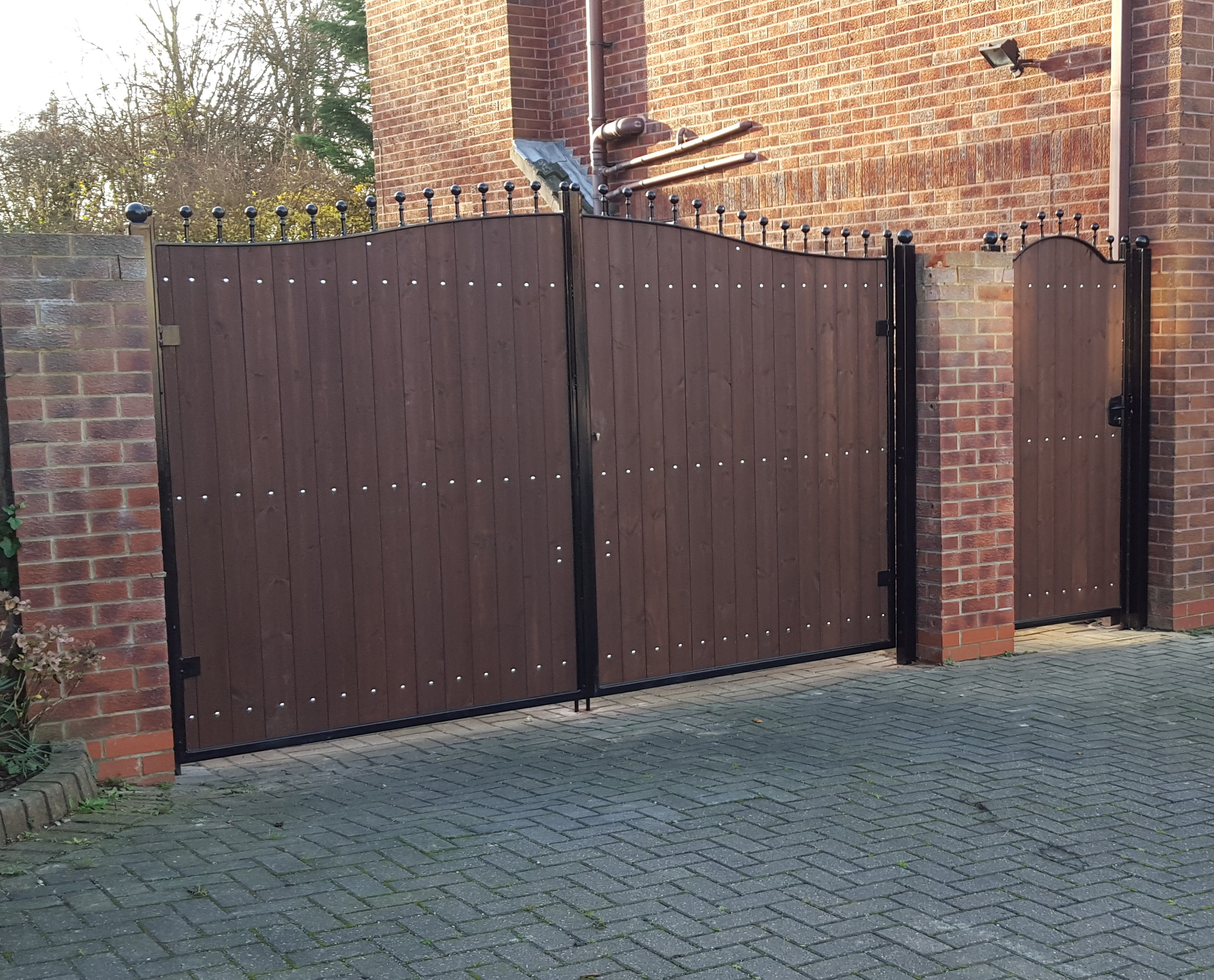 Steel Framed Wooden Gates S S Fabrication And Fencing
