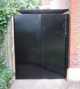 sheeted gates black